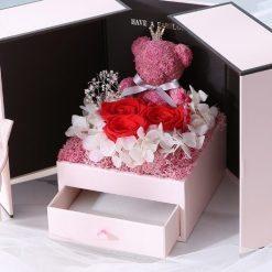 boite à cadeau roses etrenlles bella zoom