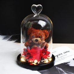 composition florale rose éternelle rouge sous cloche avec ourson sous cloche