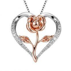collier en forme de coeur avec rose au centre