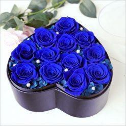 box de 12 roses éternelles bleues en forme de coeur