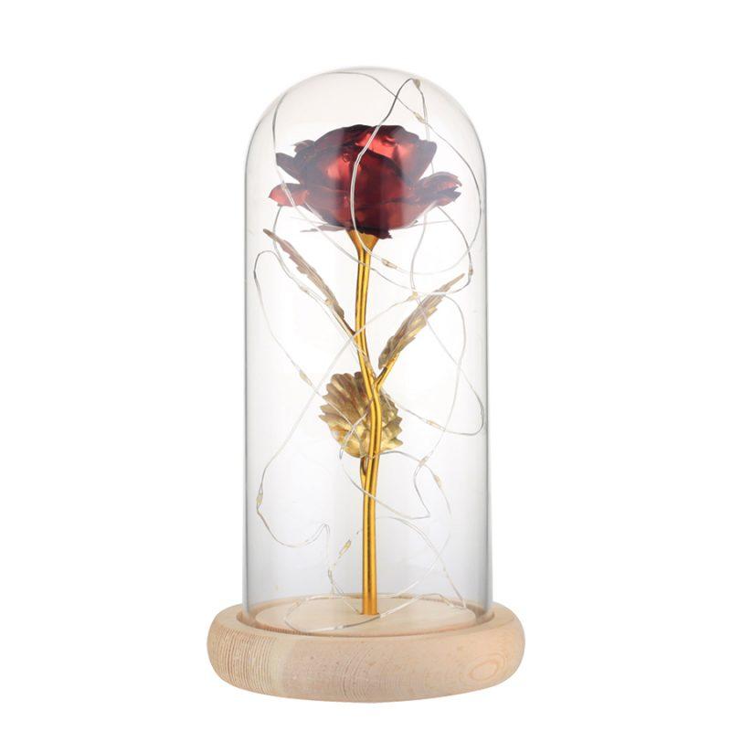 rose éternelle en or sous cloche rouge