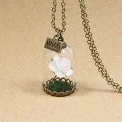 collier rose éternelle blanc rétro