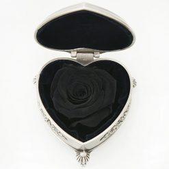 boite rose éternelle noire en forme de coeur