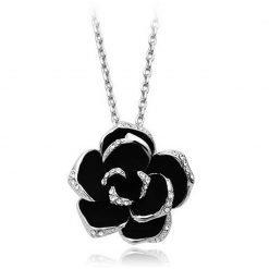 collier rose éternelle en forme de rose
