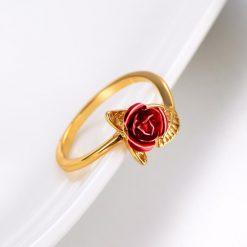 bague rose fleur couleur or rose rouge
